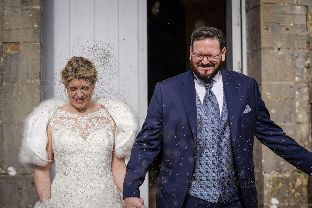 Sortie de mariés sous la lavande